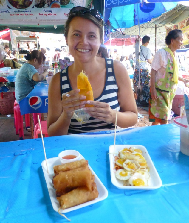 In Bangkok, we visited Chatuchak Weekend Market, one of the world's largest weekend markets. Dinner included fresh mango, phat thai, egg rolls and fried quail eggs.