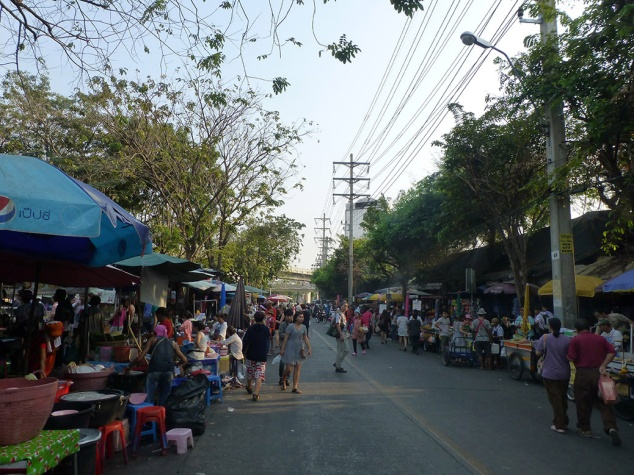 Food vendors lined the road by the main gate of Chatuchak Weekend Market