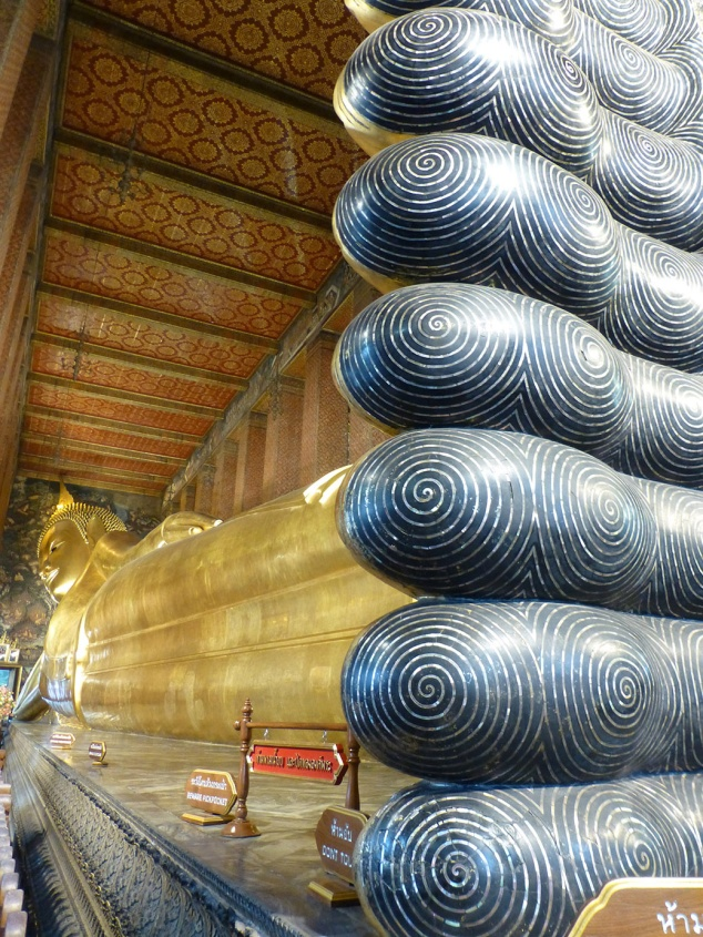 The full length view of the reclining Buddha