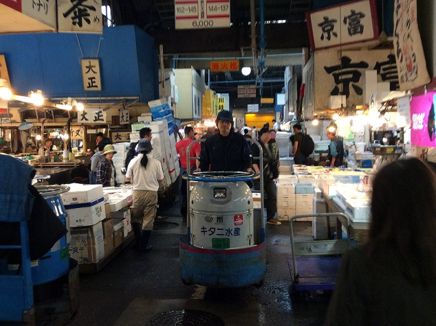 A turret truck cruises through the narrow aisles of Tsukiji Fish Market