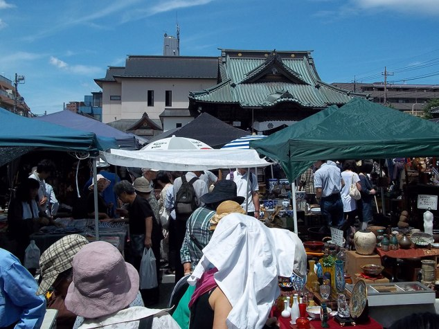 Vendors and shoppers crowd into the area inside Naritasan Kawagoe Betsuin Temple