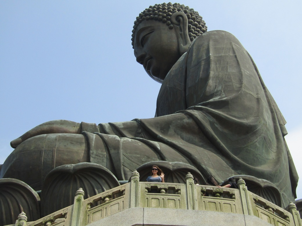 At first, the Tian Tan Buddha didn't seem any bigger than the Great Buddha of Kamakura, but apparently it's three times taller. And, it's about 20 times taller than Viktoria.