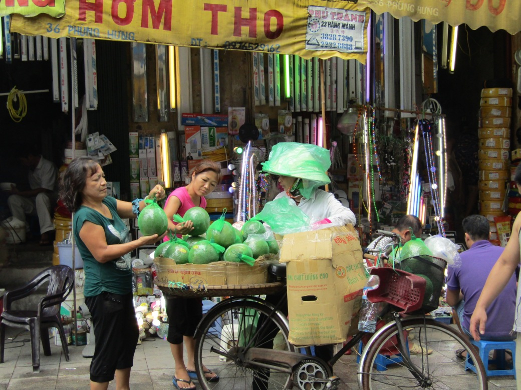 Another mobile fruit market attracts customers.