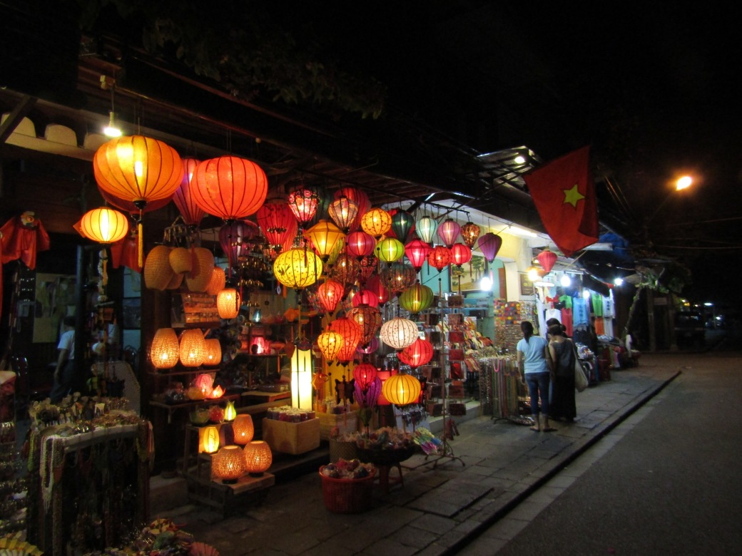 The lanterns at this shop were a big tourist draw for shoppers during day and photographers at night.