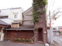The old ivy-covered red brick chimney at Harekumo Sake Brewing is an Ogawa landmark.