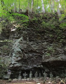 Stone Buddha statues, called Hotoke Iwa in Japanese, are located behind Kaizan-do under a cliff. It was said the image of Buddha was visible on the cliff, but after the cliff face collapsed in an earthquake, these statues were placed in the rubble.
