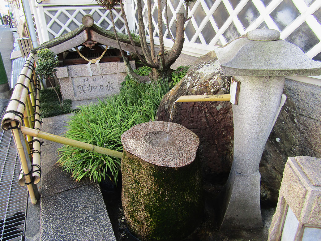 The well at Hakubotan Brewery. The pure drinking water is part of what gives Saijo sake their unique flavors.