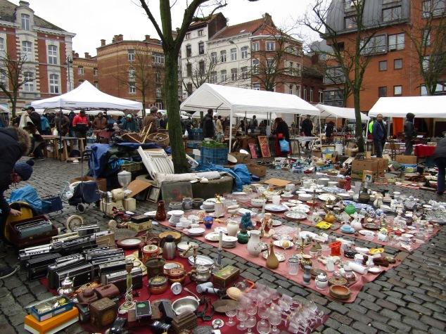 The insanity of Place du Jeu de Balle flea market.