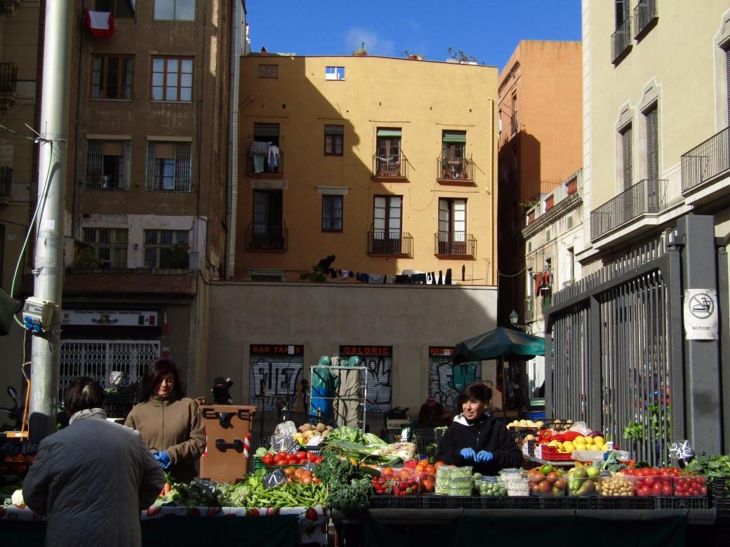 A small fruit and vegetable market set up behind Mercado de La Boqueria.