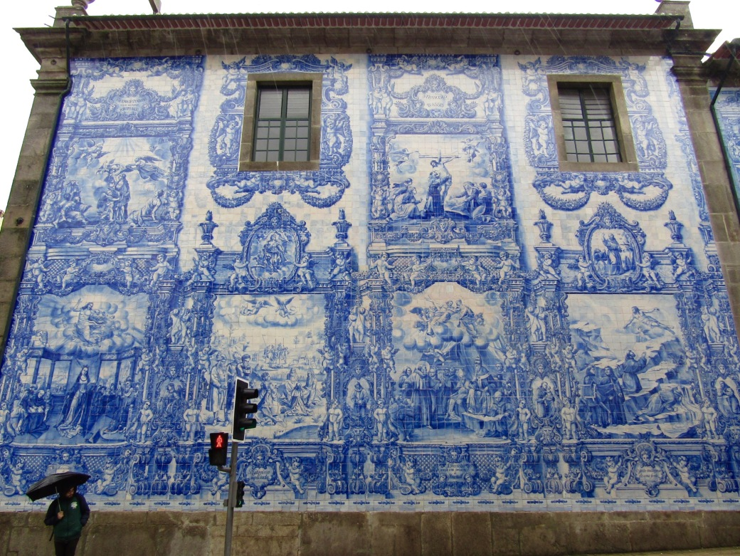 The painted tiles of Capela das Almas.