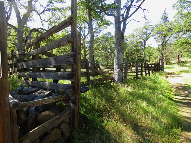 An abandoned corral along the Catherine Creek Arch Loop trail.