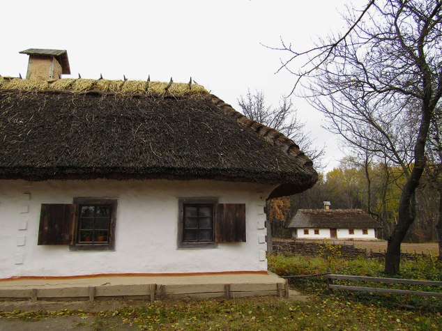 More village houses with thatched roofs.